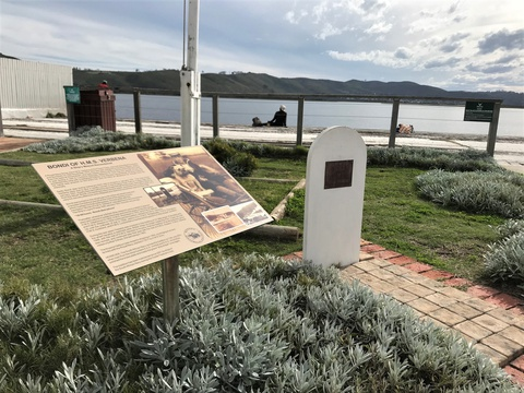 Memorial to ships mascot Bondi of HMS Verbena, Knysna