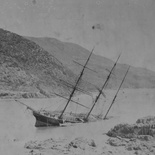 Knysna, Paquita wreck, 1903. Note sparse vegetation on the Brenton Peninsula (in the background)